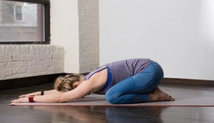 gerakan yoga saat hamil-1.jpg