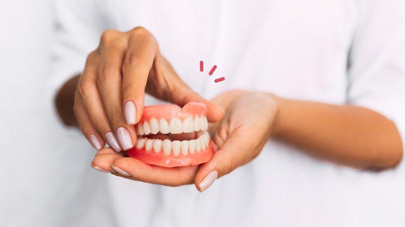 Cara Merawat Gigi Palsu dengan Benar