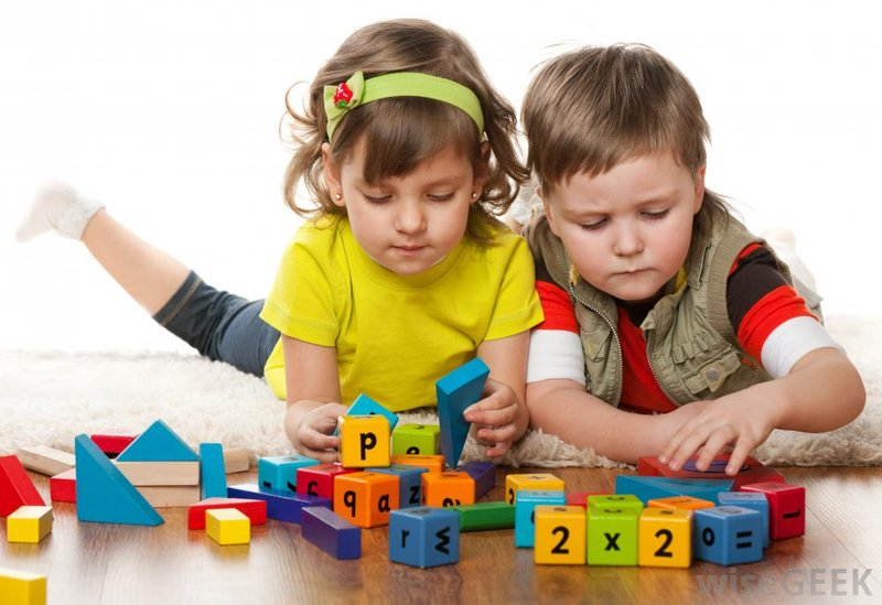 girl-and-boy-playing-with-blocks.jpg
