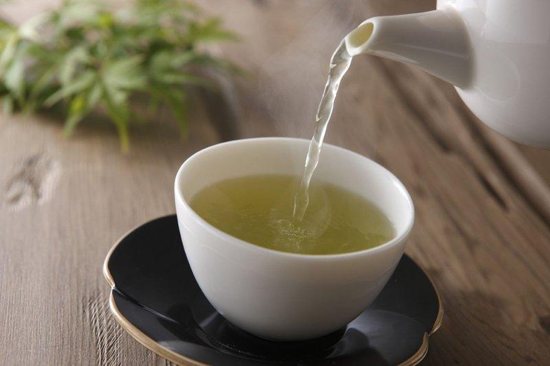 green-tea-pouring-cup - health.harvard.edu.jpg