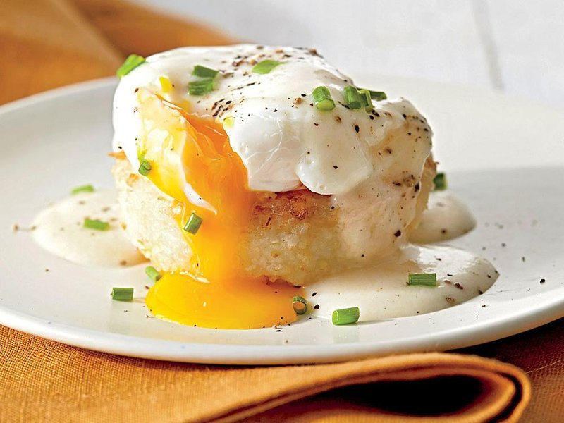 grits cakes poached eggs country gravy sl