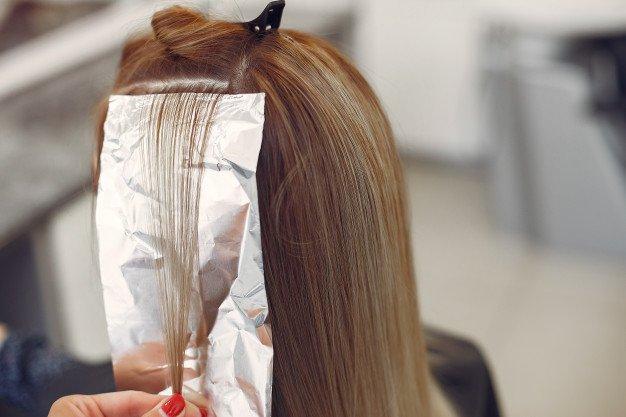 Merawat rambut berwarna