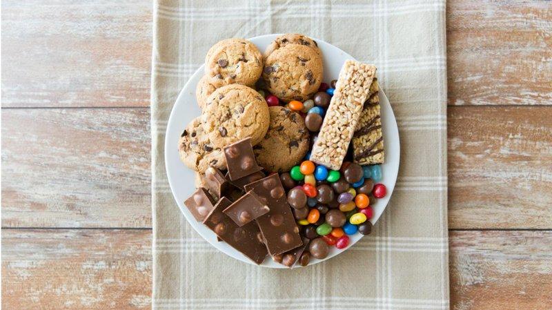 hati hati, lebaran banyak makanan makanan manis