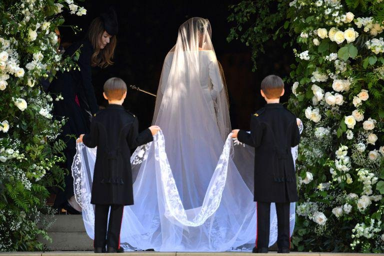 hbz meghan markle wedding dress gettyimages 960049790 1526730215