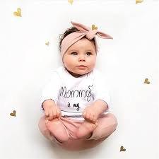Gemasnya Bayi Perempuan Pakai Headband, Ini Tips Membuat Bandana Sendiri