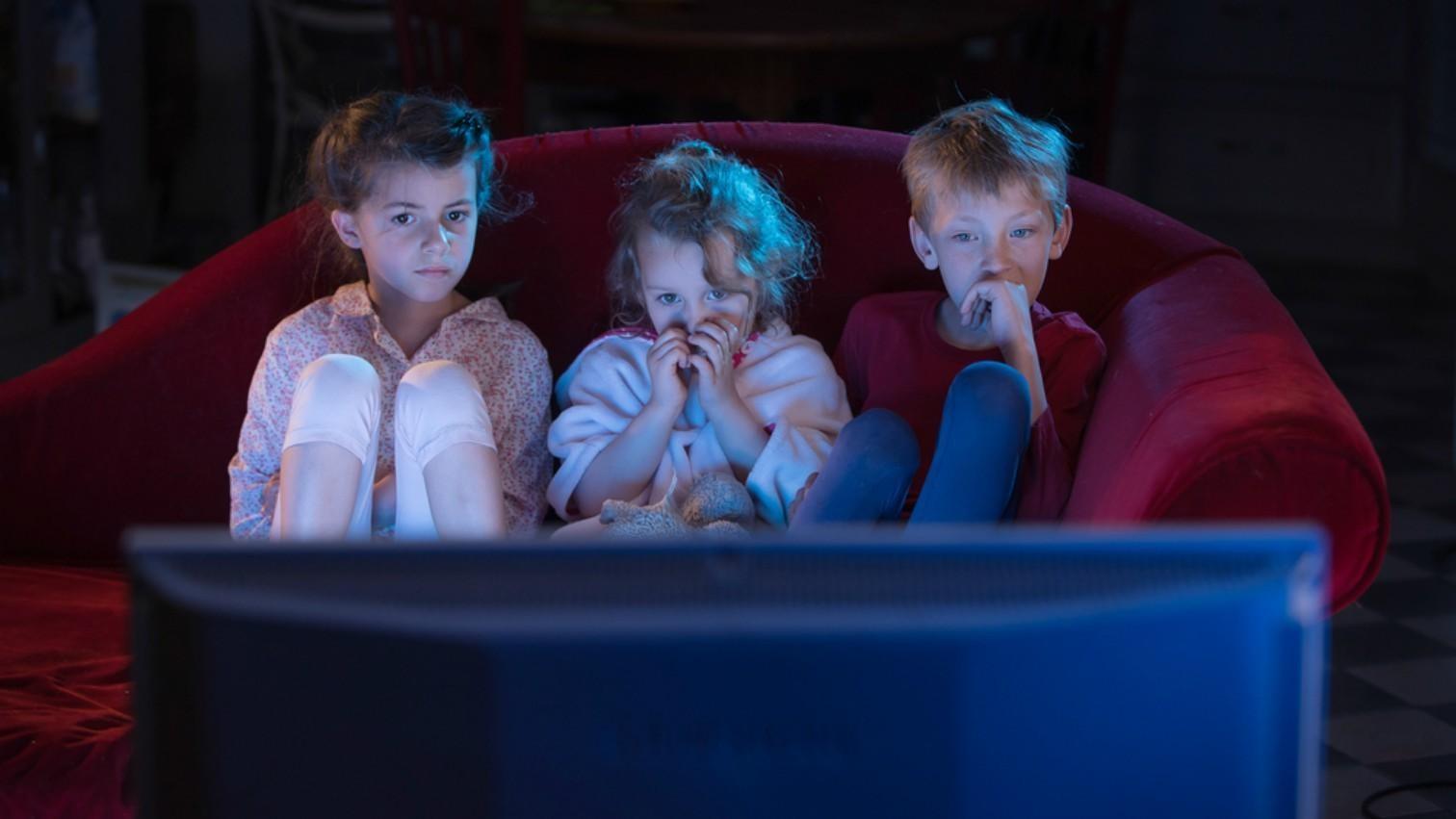 Sedang Banyak Film Horor Diputar Jangan Ajak Anak Menonton Ini 7 Pengaruh Buruknya Orami