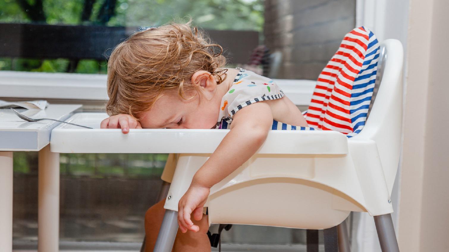 10 Foto Lucu Ini Membuktikan Jika Mengantuk Anak Anak Bisa