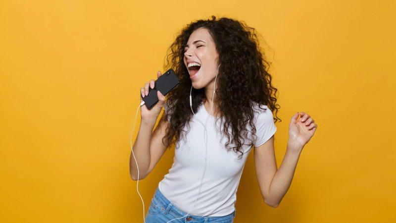 hero manfaat bernyanyi