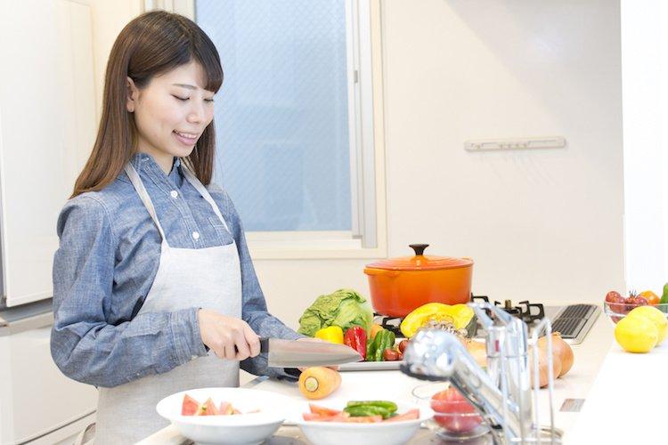 housewife-cooking.jpg