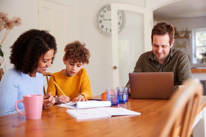 5 Cara Efektif Bantu Si Kecil Mengerjakan PR