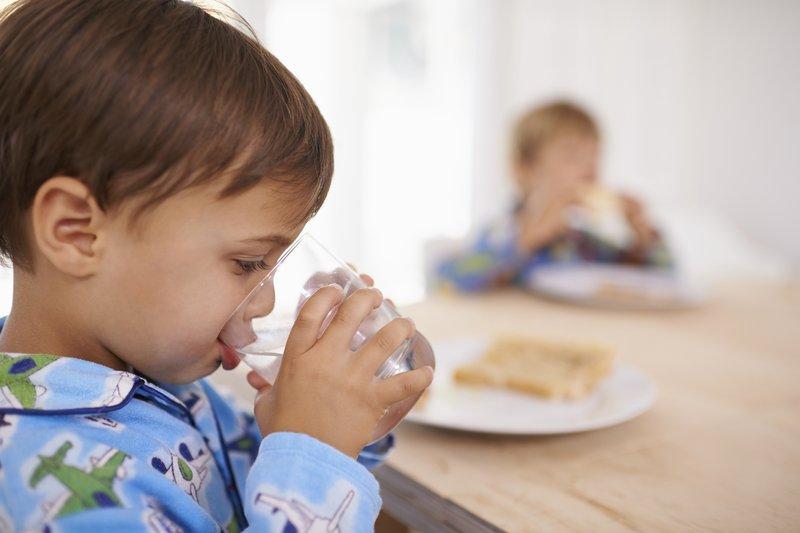 agar anak tidak dehidrasi, cara mengatasi dehidrasi pada anak, tips agar anak tidak dehidrasi