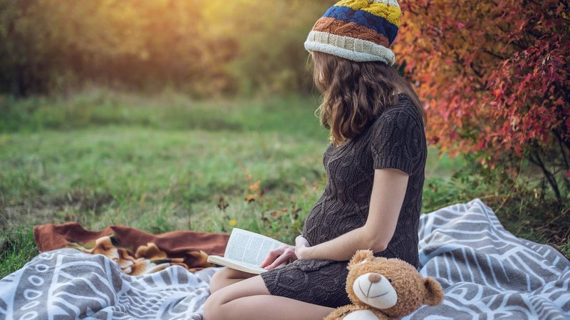 ibu hamil baca buku