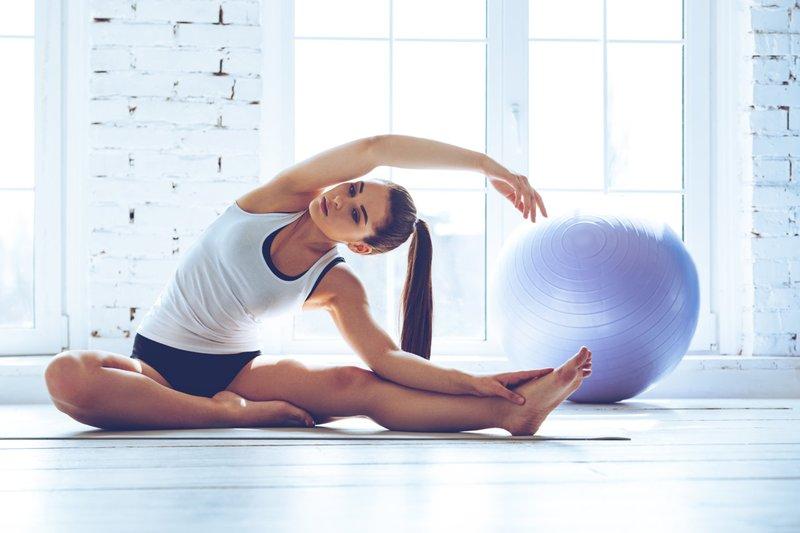ide olahraga Jennifer Bachdim-stretching.jpeg