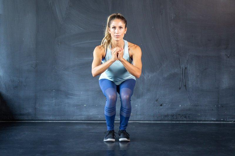 ide olahraga Jennifer Bachdim-walking squat.jpg