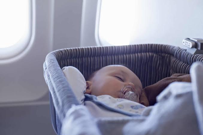 mengajak si kecil naik pesawat