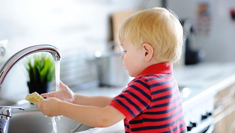 ingin mulai mengajarkan anak memasak begini aturannya, moms 2