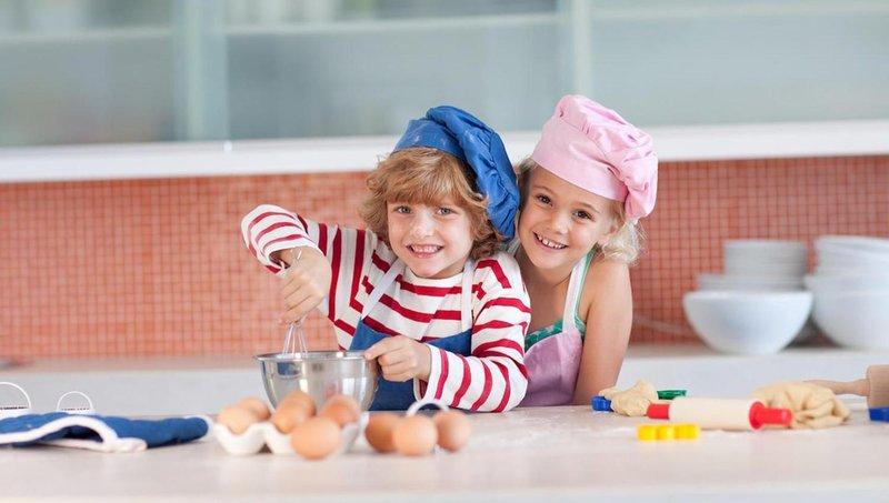 ingin mulai mengajarkan anak memasak begini aturannya, moms 6