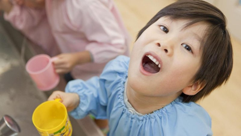 ini yang bisa moms lakukan saat gigi susu anak mulai tanggal 1