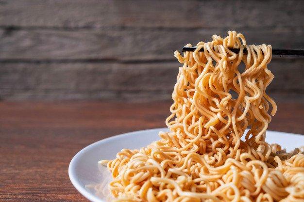 Bahaya Ibu Menyusui Makan Mie Instan