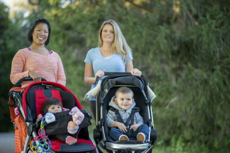 jalan-jalan bersama bayi.jpg