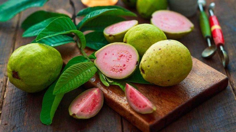 satu buah jambu juga mengandung 126 mg vitamin C