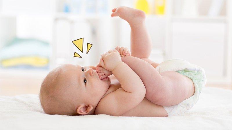 Bayi Memasukkan Tangan ke Mulut Berarti Pertanda Baik, Moms!