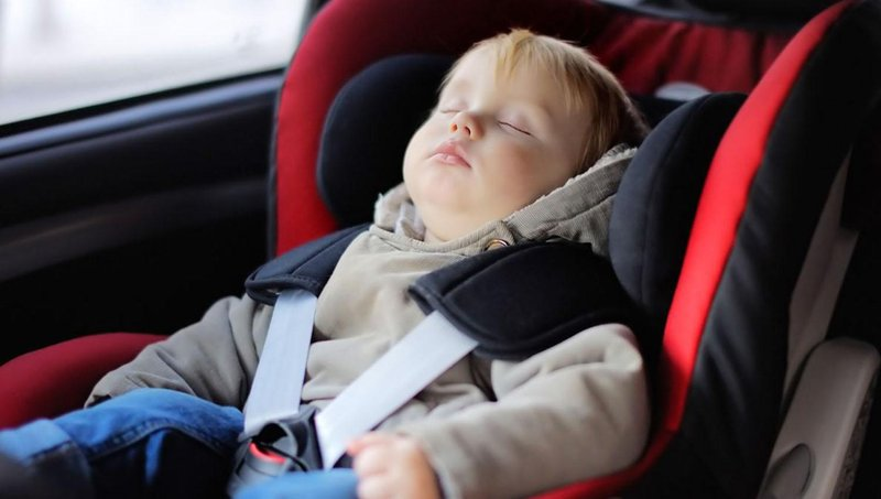 jangan pernah tingalkan balita sendirian di dalam mobil, ini alasannya 1