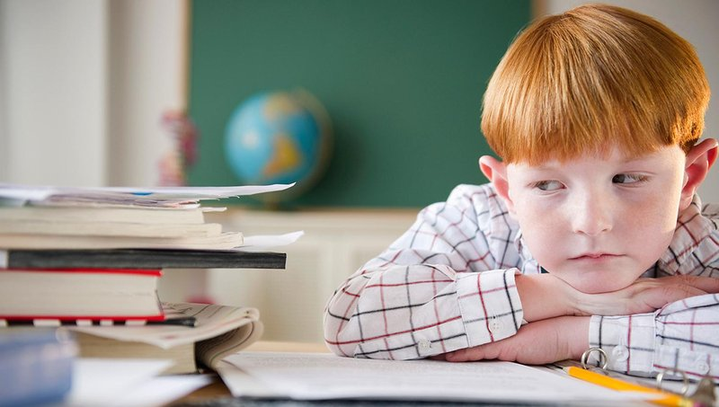 jangan terlalu menuntut anak mendapat nilai memuaskan, ketahui 4 dampak negatifnya 4
