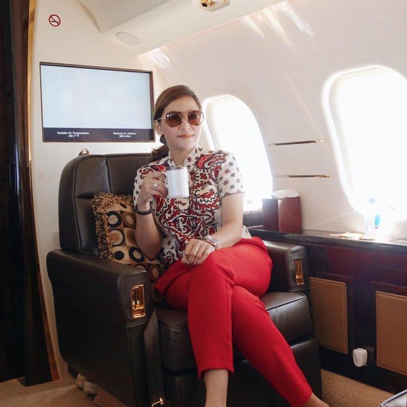 artis yang suka naik jet