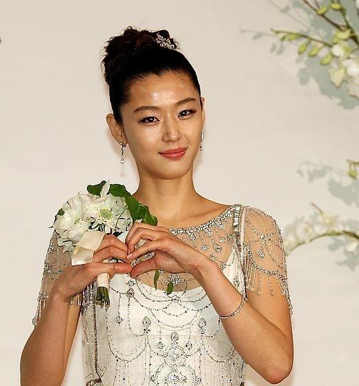 jun-ji-hyun-wedding5.jpg