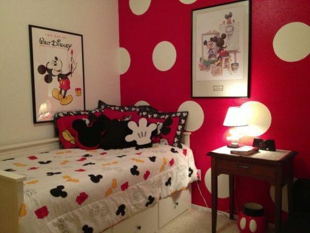 kamar tidur merah
