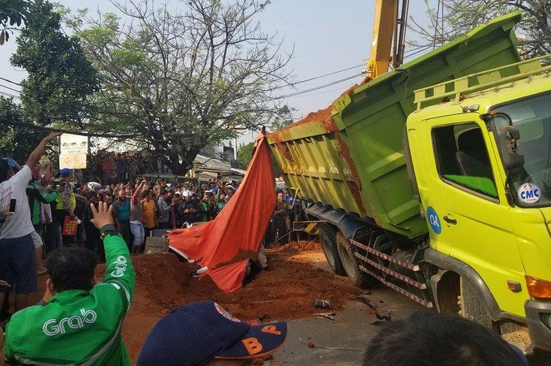 kecelakaan mobil tangerang-1.jpg