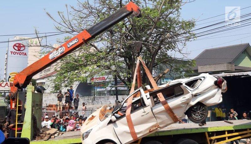 kecelakaan mobil tangerang-4.jpg