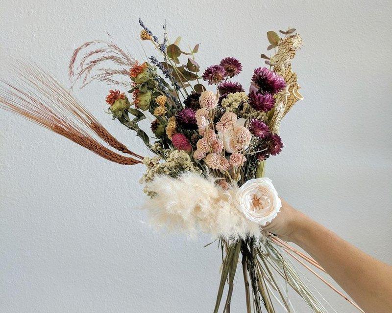 kegiatan akhir pekan-membuat buket bunga kering.jpg