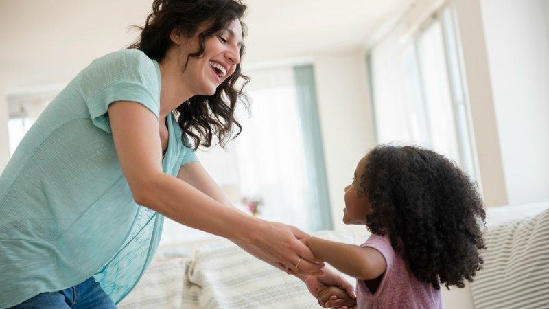 Hal yang Merangsang Stimulasi Otak Anak - Kenalkan pada Musik, Menari