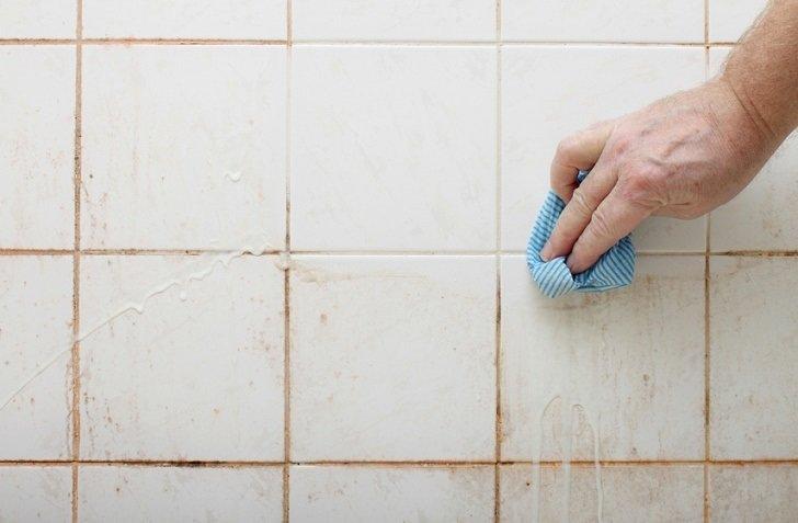 Ilustrasi membersihkan kamar mandi