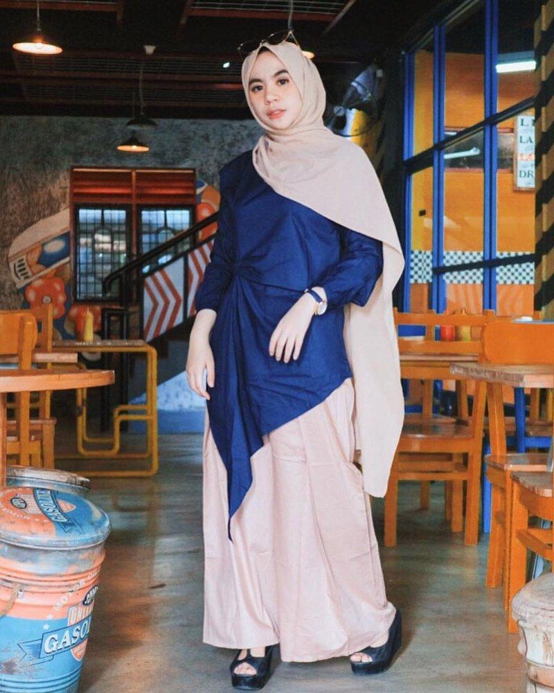 8 Cara Akali Hijab Warna Netral Supaya Tidak Terlihat Membosankan