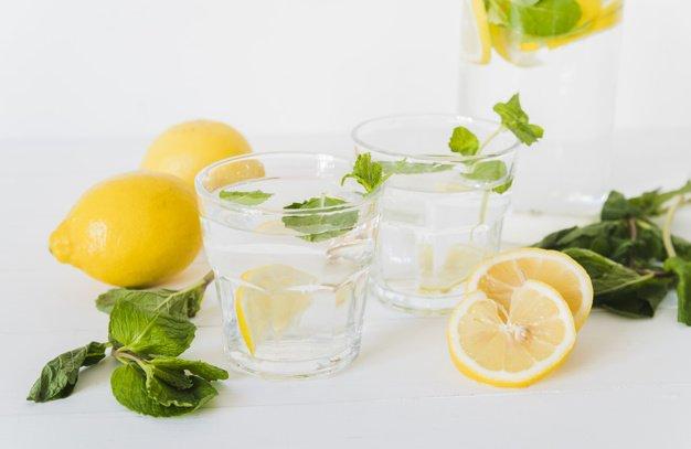 Membuat infused water lemon tidak membutuhkan banyak bahan