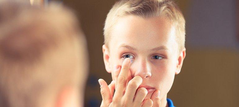lensa kontak pada anak