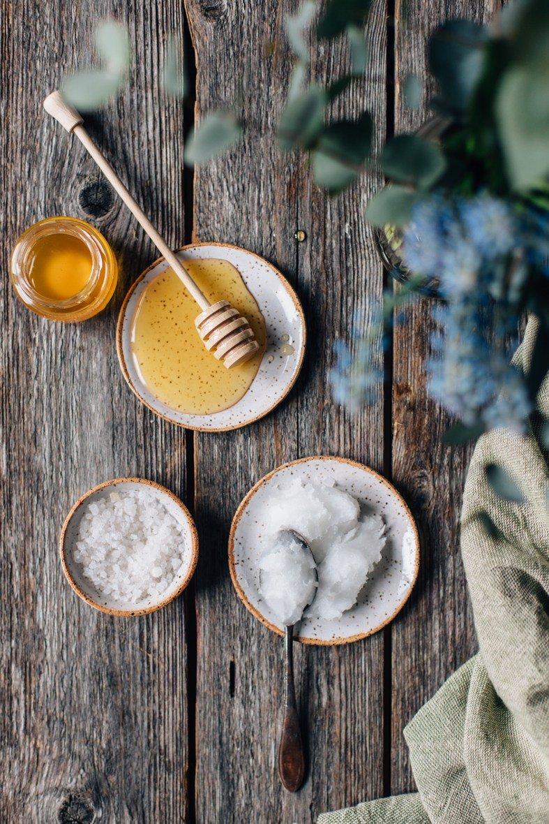 lip scrub dari bahan alami-kelapa madu.jpg