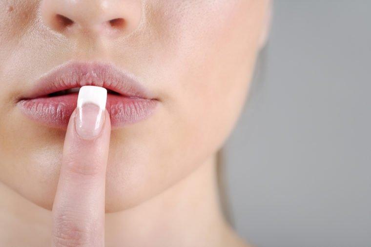 mengatasi bibir kering saat hamil