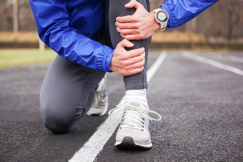 penyebab lutut sakit karena cedera