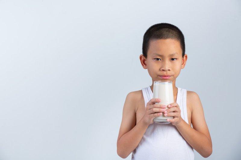 Vitamin D untuk anak bisa didapat dari susu