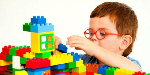 mainan untuk perkembangan anak autis.jpg