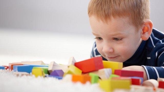 mainan untuk perkembangan anak autis 3.jpg