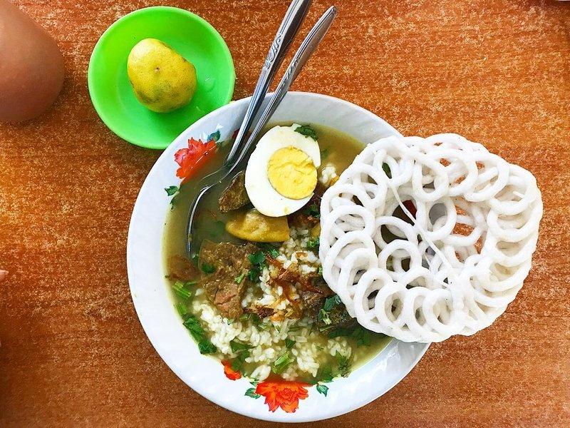 makanan khas madura-soto madura.jpg