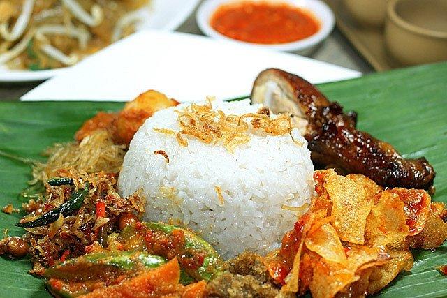 makanan khas riau - nasi lemak