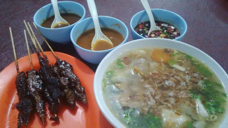 makanan khas riau - sup dan sate rusa