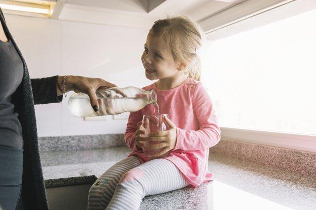 manfaat air kelapa bagi anak 1.jpg