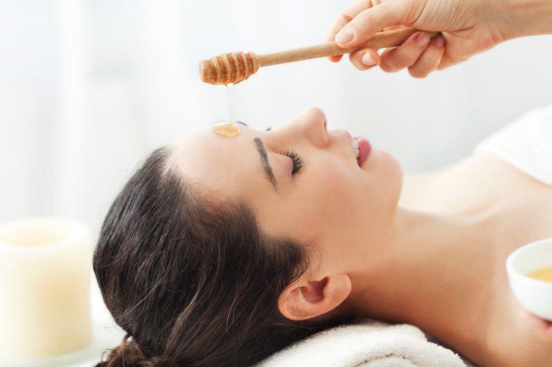 manfaat madu untuk kulit-lembapkan wajah.jpg